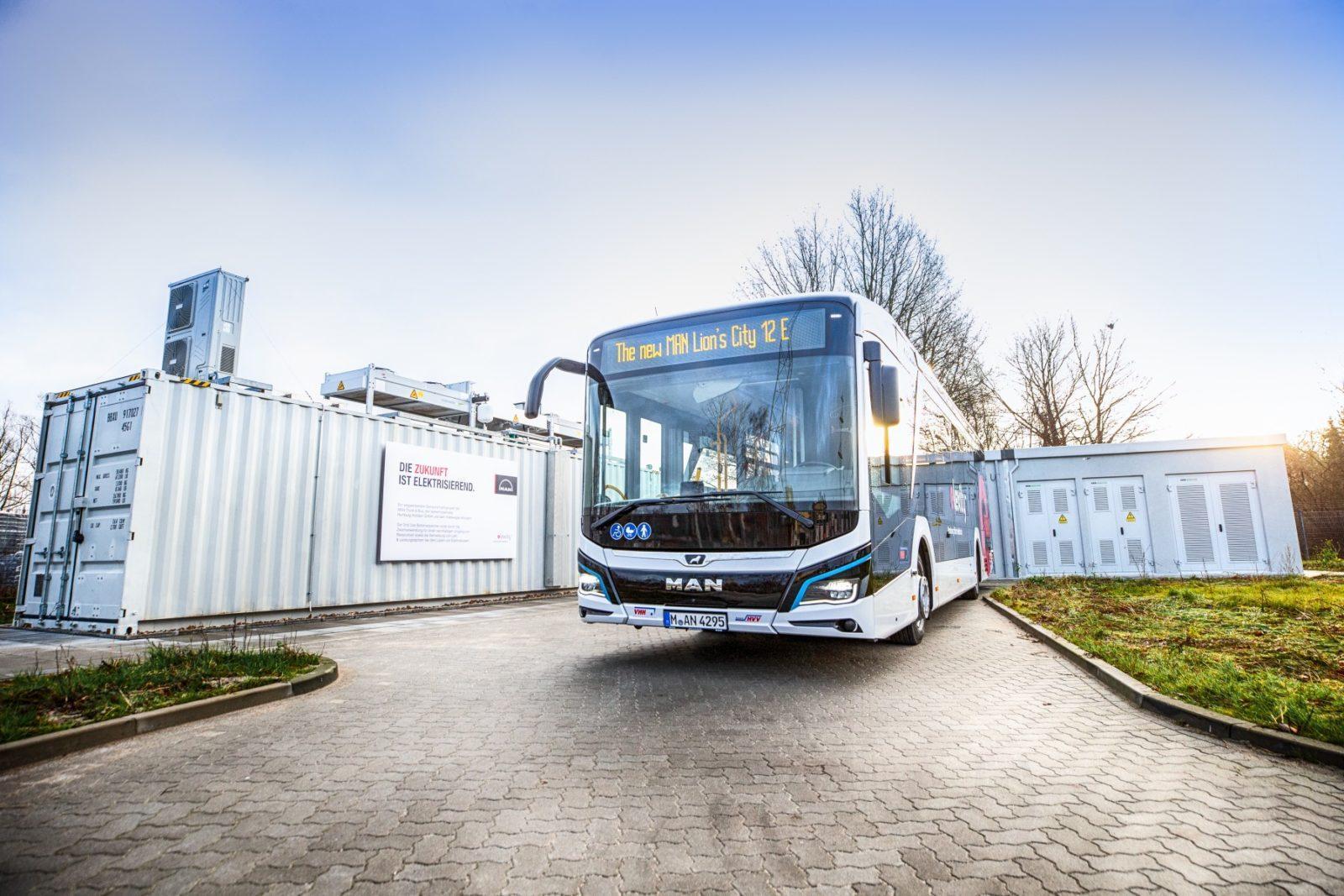 Новый срок службы автомобильных аккумуляторов: пилотный проект MAN, Verkehrsbetriebe Hamburg-Holstein и Volkswagen.